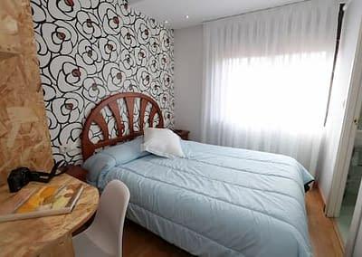 Habitación recien dejada por los clientes de una Habitación ecónomica en el Hostal Vitorina