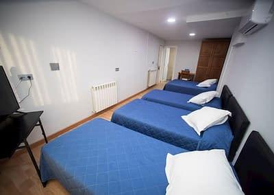 Habitaciones familiares que es casi como un apartamento.