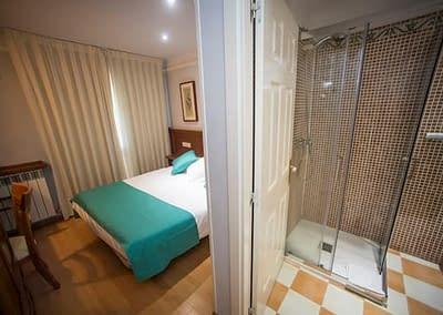 Habitación doble con baño del Hotel Alba de Soria