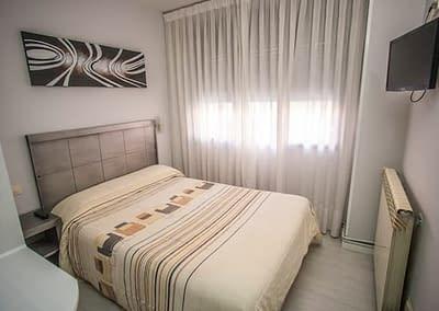 Habitación doble de matrimonio en el Hostal Santa Bárbara de Soria